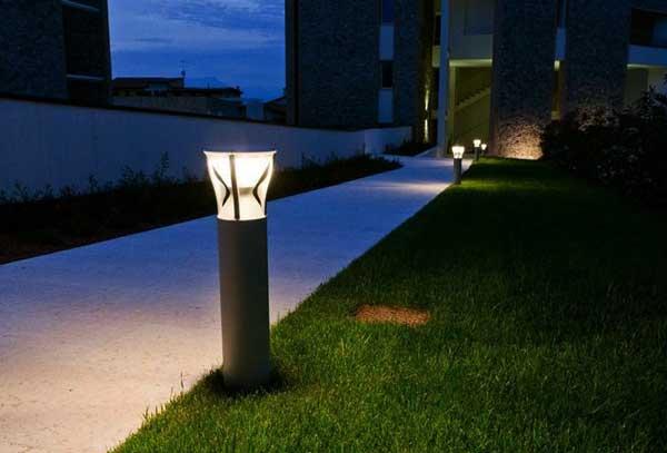 Lampade da giardino modelli caratteristiche e offerte for Offerte divanetti da giardino